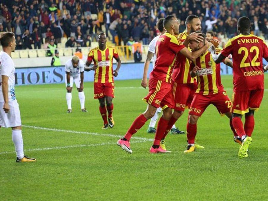 Malatyaspor_Yeni_Malatya_Stadyumu_Saha_Ici_Reklam_Calismasi