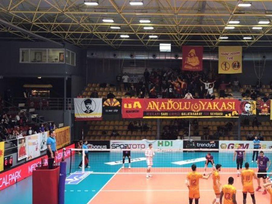 Galatasaray_Erkek_Voleybol_Saha_Ici_Reklam_Calismasi