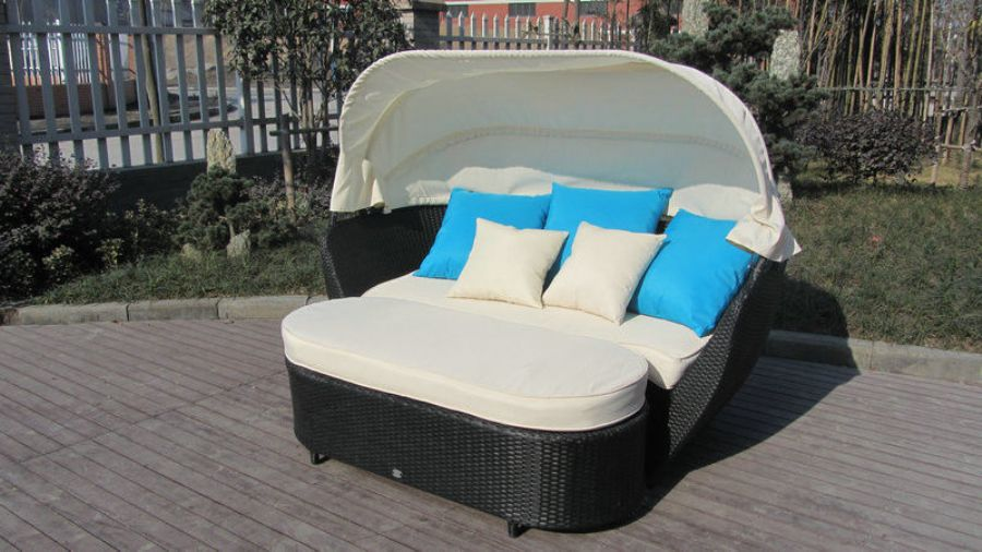 Roofed Outdoor Rattan Daybed , Wicker Conservatory Furniture