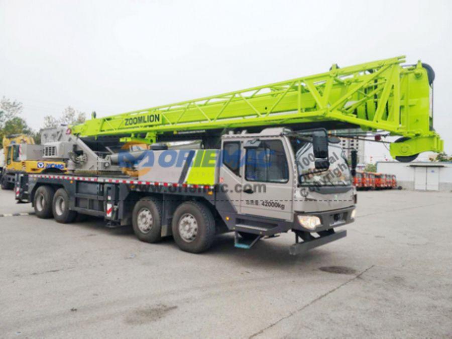 ZOOMLION_QY55V_Truck_Crane