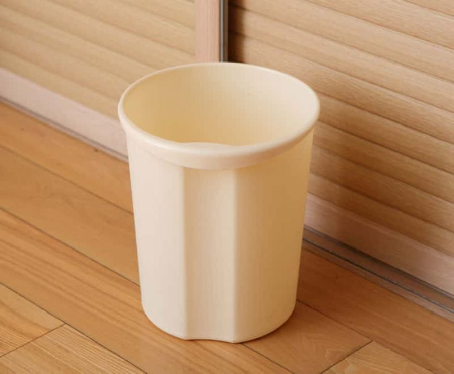 SMALL TRASH CAN